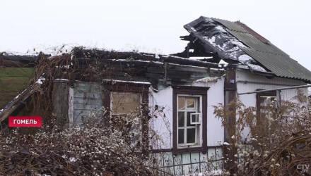Гомельчанке пришёл долг за коммуналку в доме, который сгорел три года назад
