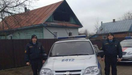 В Хойниках сотрудники Департамента охраны спасли семью во время пожара
