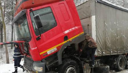 Сотрудники ГАИ оказали помощь водителю большегруза, у которого на пути в Гомель закончилось топливо