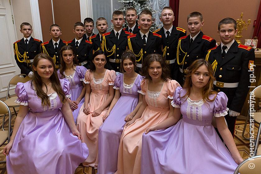 В ритме полонеза и вальса: на Гомельщине прошел первый кадетский бал
