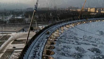 В Петербурге рухнула крыша СКК, один строитель не успел спастись — видео