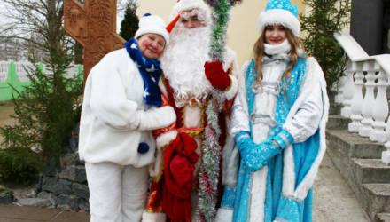 Сказочное Рождество: у храма Преображения Господня гомельчан ждало театрализованное представление
