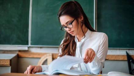 Министр труда на расчётнике учителя показала, как будут по-новому рассчитывать зарплаты бюджетников