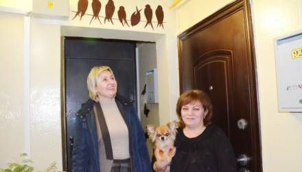 Желание плюс умелые руки жильцов – гомельский подъезд по улице Дворникова, 22 стал похож на стильное кафе