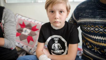 Продолжается сбор средств девятилетнему Тимуру из Гомеля, которому взрывом петарды оторвало кисть
