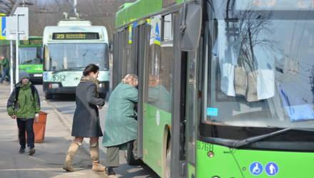 """""""Ведь я уже пешеход"""". Гомельчанин успел выйти из троллейбуса, но у него стали проверять плату за проезд – справедливо?"""