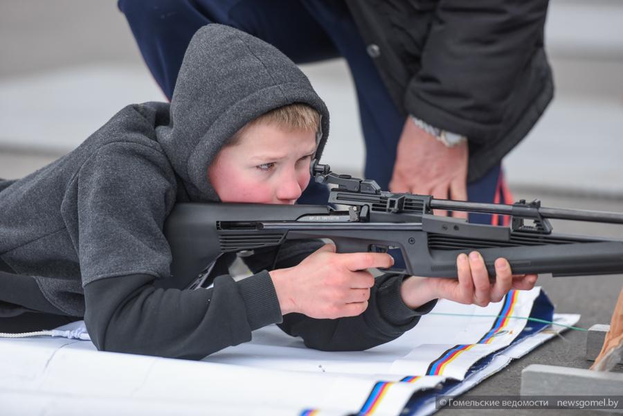 В Гомеле проходят областные соревнования по биатлону «Снежный снайпер»