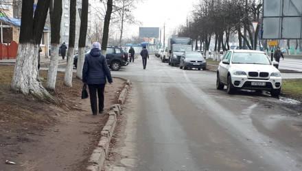 Жители Любенского микрорайона в Гомеле настаивают на строительстве тротуара