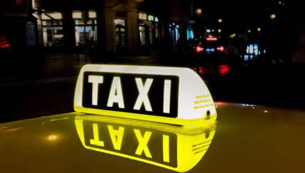 Пассажир такси отказывается платить без чека, и водитель везёт его в милицию: кто прав?