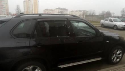 В Калинковичах на стоянке расстреляли внедорожник BMW. Зачем – выясняют следователи
