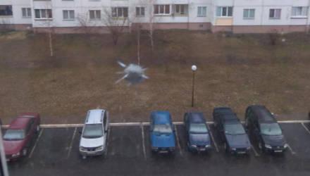 Фотофакт: в Мозыре обстреляли окна многоэтажки
