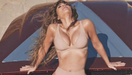 Ким Кардашьян показала потрясающую фигуру в нижнем белье, которое так никто и не заметил