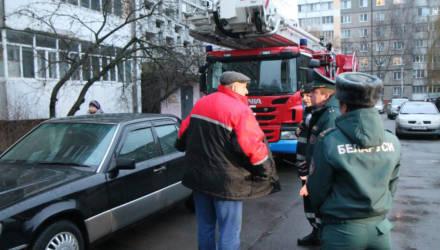 Представители МЧС и ГАИ проверили, сможет ли спецтранспорт проехать в гoмельские дворы