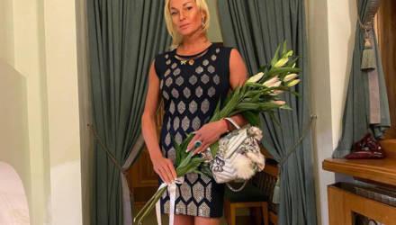 Волочкова рухнула во время фотосессии, выбрав слишком роскошное платье для своих пируэтов — видео