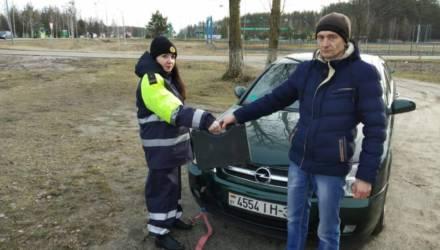 Нашли владельца барсетки, доставили водителя в больницу. Как ГАИ Гомельщины помогает людям на дороге