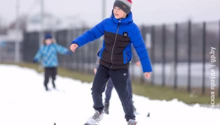 Гонка за лыжами. Как на Гомельщине без снега развивают зимние виды спорта