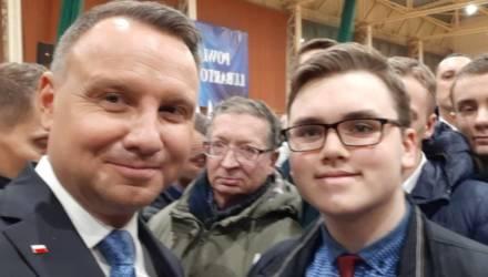 16-летний гомельчанин встретился с президентом Польши и сделал с ним селфи