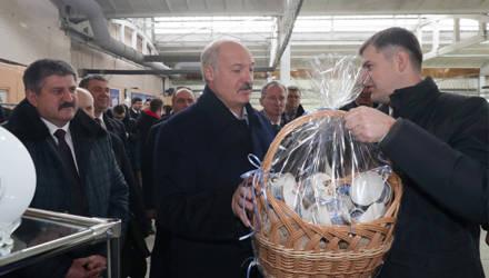 Что за чайный сервиз подарили Александру Лукашенко в Добруше и сколько он стоит