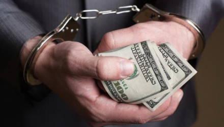 """Позолотите ручку: прокуратура Гомеля рассказала, в каких сферах чаще всего берут """"на лапу"""" и как остудить пыл коррупционеров"""