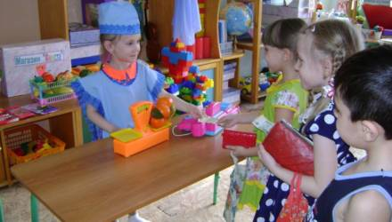 «Мы и так жили небогато». Работники детских садов – о своих новых зарплатах в январе