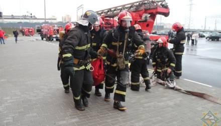 """Гомельские спасатели показали, как проходили учения в ТЦ """"Корона"""""""