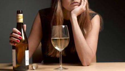 """""""Здравствуйте, я – алкоголик"""". Анна ещё полгода назад не могла продержаться без спиртного и дня"""