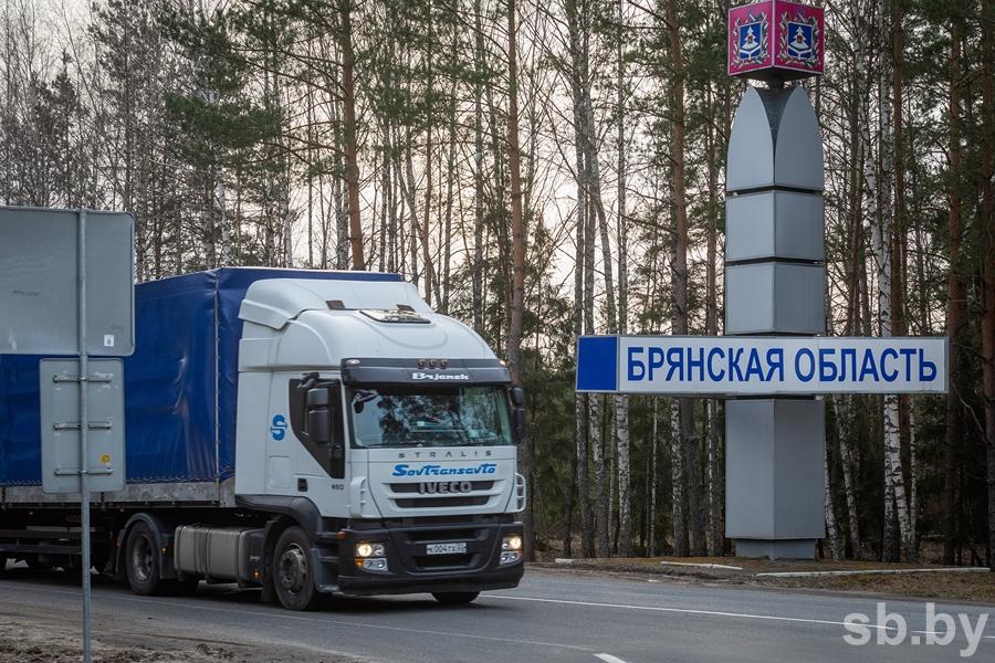 Заразу гонят — щепки летят: как белорусы и россияне реагируют на закрытие границы