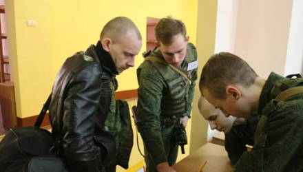 """Мобилизованных """"запасников"""" начали отправлять в воинские части"""