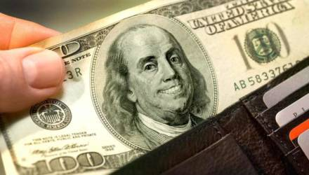 Плюс шесть копеек: курс доллара бьёт новые рекорды в Беларуси