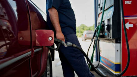 В Америке резко подешевел бензин