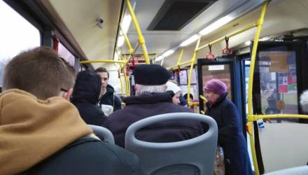 В Речицком районе гомельчанка упала в автобусе и получила перелом