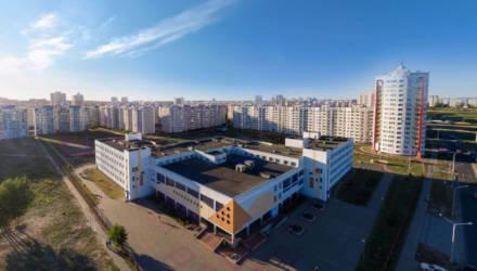 «Здоровые дети должны учиться». Закрывать школы и университеты на карантин в Беларуси не планируют