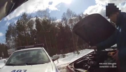 Сотрудники Гомельской ГАИ оказали помощь водителю с двумя детьми
