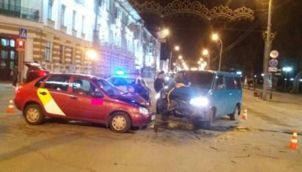 В Гомеле VW не уступил дорогу ВАЗу – 15-летний подросток-пассажир попал в реанимацию
