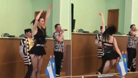 Украинских чиновников уволили из-за организации праздника с эротическими танцами
