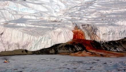 Кровавый водопад, Дорога смерти и Врата ада: 6 самых жутких мест на Земле, куда никто не рискнёт сунуться