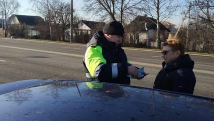 В Гомельском районе ГАИ и МЧС проверили, как водители уступают дорогу спецтранспорту. Зазевавшихся корили и штрафовали