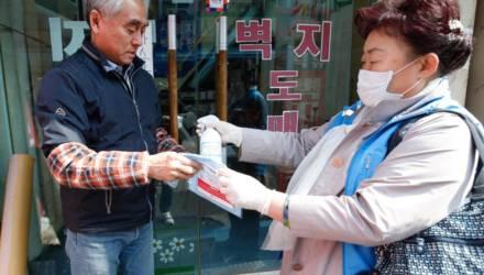 """Назван """"суперраспространитель"""" коронавируса, заразивший более 5,5 тысячи человек"""