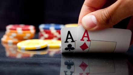 Мозырянин Никита Бодяковский выиграл 765 тысяч долларов на турнире по покеру в Сочи