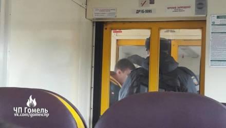 Из поезда Гомель-Речица музыканта высадили за то, что он играл на флейте