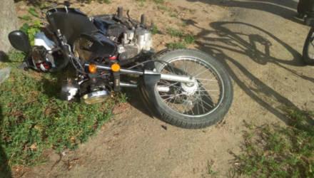 В Светлогорском районе двое парней выпили 3 л пива и поехали кататься на мотоцикле: после встречи с ГАИ один потерял сознание, другой сломал рёбра
