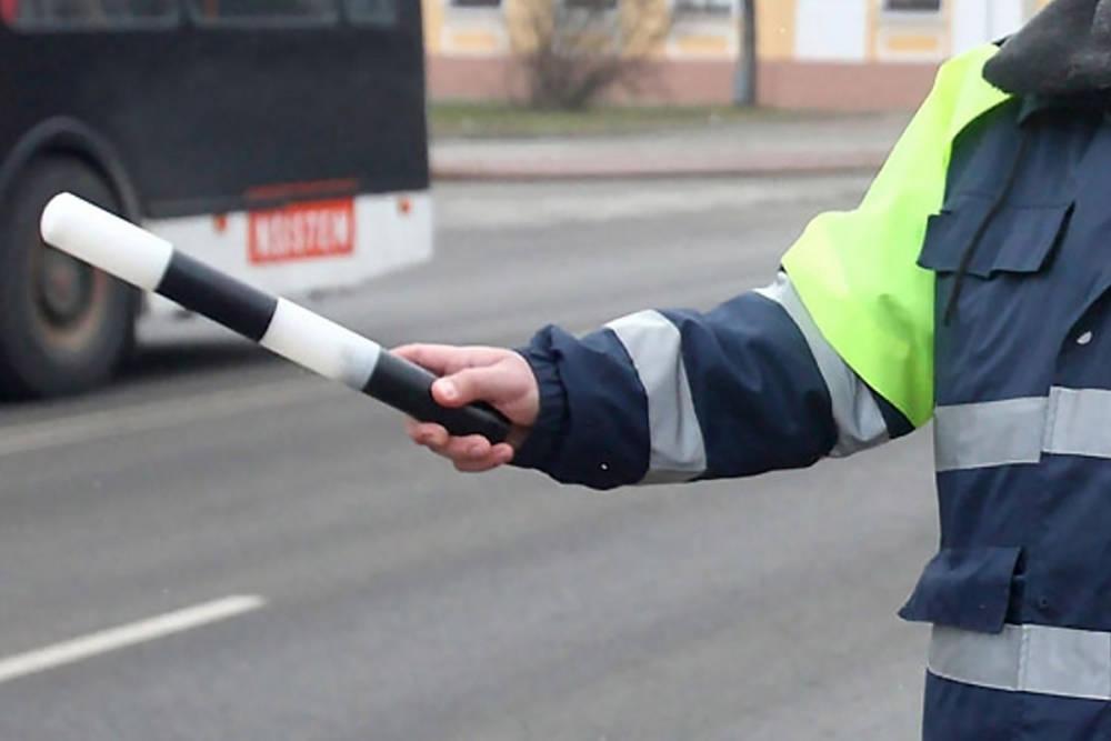 Маски и перчаток нет - документы инспектору можно не передавать? Беспокойство автовладельцев из-за инфекции