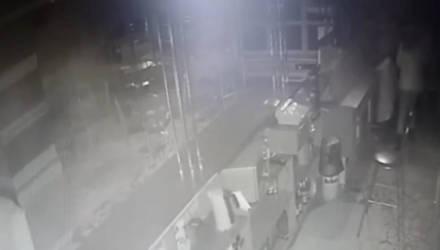 В Мозыре мужчина избил девушку-бармена