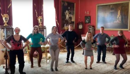 В Гомельском дворце Румянцевых и Паскевичей сотрудники музея станцевали хайповый танец из клипа Uno