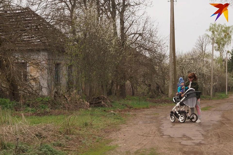 Гомельчанка переехала с ребёнком в деревню, чтобы пережить коронавирус