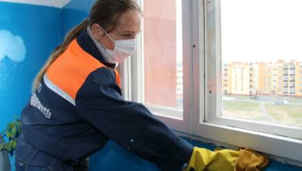 В новом формате: как сегодня организована работа по уборке подъездов в Гомельском районе