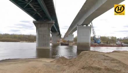 Будет повален взрывом. Старый мост через Сож начали демонтировать под Гомелем