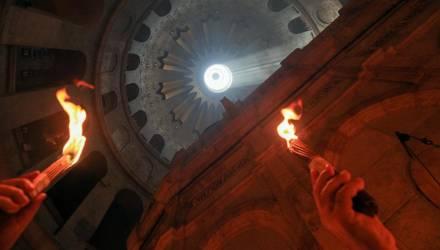 Благодатный огонь сошёл в Иерусалиме. В храмы Гомеля его доставят в сопровождении звонницы