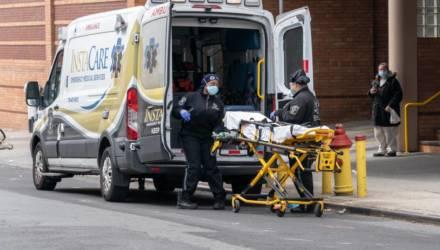 В США от коронавируса за сутки умерли рекордные 1,7 тысячи жителей