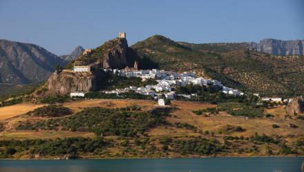 Небольшой город в Испании ещё в марте изолировался и прогнал всех туристов. Там до сих пор нет заражённых коронавирусом